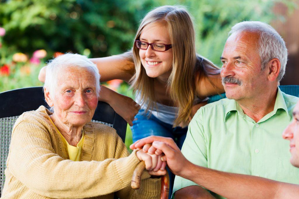 Des étudiants en maison de retraite